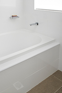 FOUR TILE FLANGE BATHS, have the wall tile meet up with the lip of the bath creating a seamless path for water run into the bath.